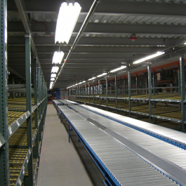 Carton Flow Rack Bay with Conveyor