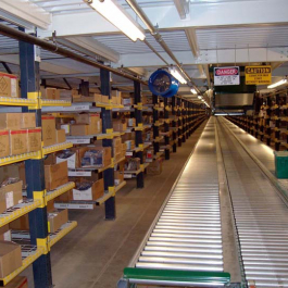 Cantilever Arms On Pallet Rack With Wire Decking