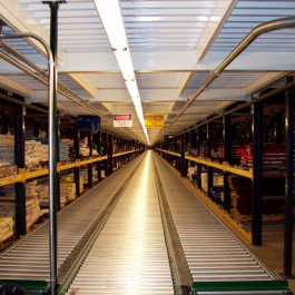 Pallet Flow Rack with Conveyor in Pick Module