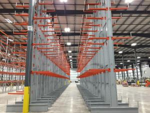 Cantilever Rack Aisle in Warehoues